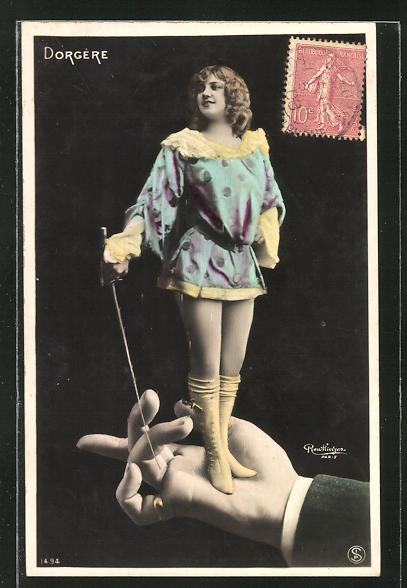 Foto-AK Atelier Reutlinger, Paris: Schauspielerin Dorgère mit Florett auf der Hand eines Mannes