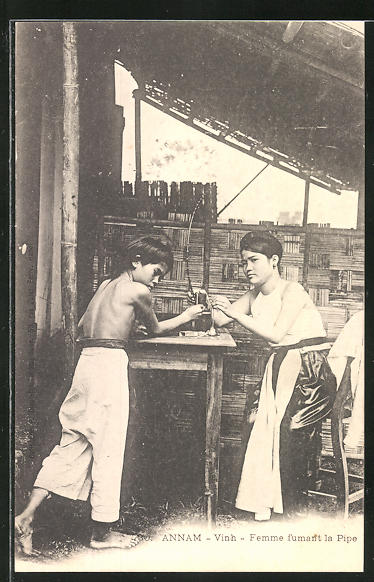 AK Annam, Vinh, Femme fumant la Pipe, Rauchende Frau