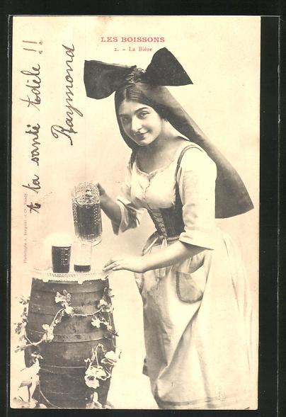 AK Les Boissons, La Biere, Frau mit grosser Schleife schenkt Bier ein