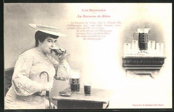 AK Les Buveuses, La Buveuse de Biere, Biertrinkerin mit Hut und Schirm, Brauerei