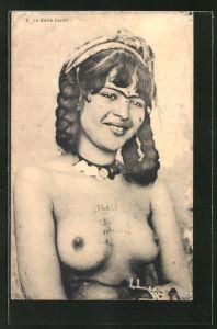 AK arabische nackte Frau, die schöne Zorah mit Tätowierung auf der entblössten Brust