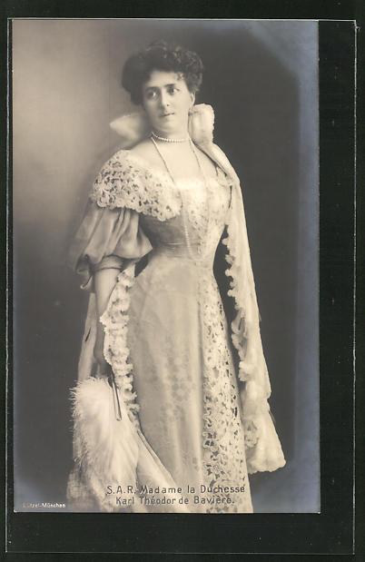 AK Porträt der Herzogin Karl Theodor von Bayern in weissem Kleid
