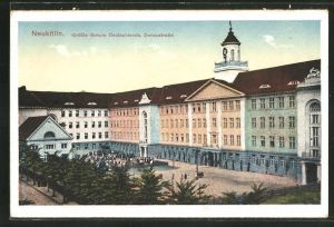 AK Berlin-Neukölln, Grösste Schule Deutschlands in der Donaustrasse