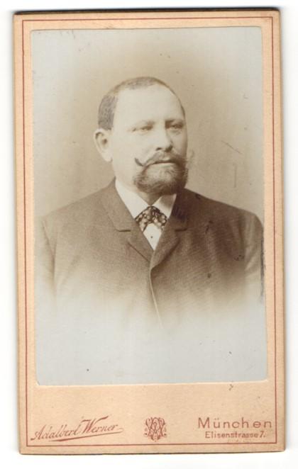 Fotografie Adalbert Werner, München, Portrait Herr mit Bart