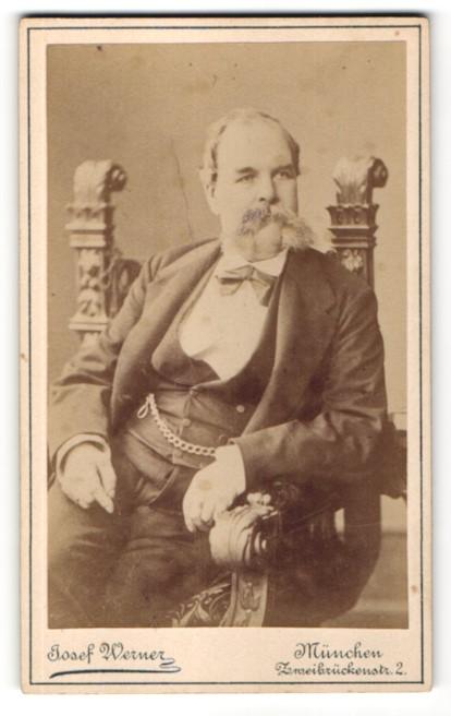 Fotografie Josef Werner, München, Portrait Herr mit imposantem Bart