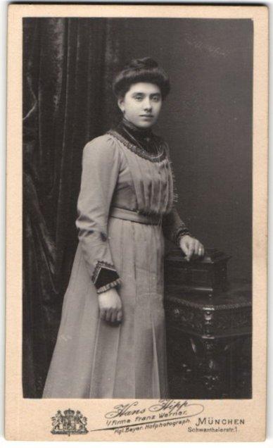 Fotografie Hans Hipp, München, Portrait junge Dame mit Hochsteckfrisur