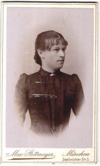 Fotografie Max Stettmeyer, München, Portrait junge Frau mit zeitgenöss. Frisur