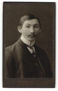Fotografie Oscar Pöckl, München, Portrait junger herr in Abendgarderobe