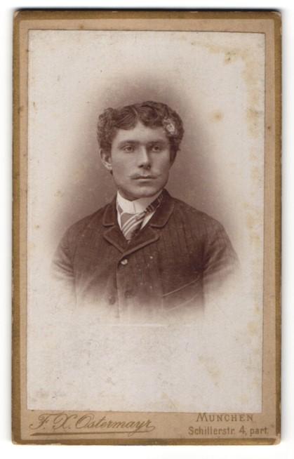 Fotografie F. X. Ostermayr, München, Portrait junger Herr mit zeitgenöss. Frisur