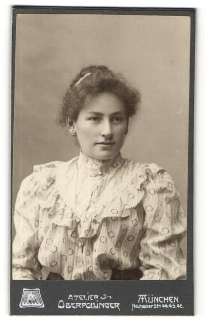 Fotografie Atelier Oberpollinger, München junge Dame mit zusammengebundenem Haar