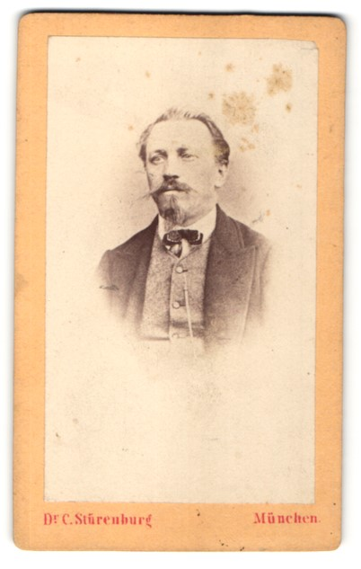 Fotografie Dr. C. Stürenburg, München, Portrait Herr mit Bart