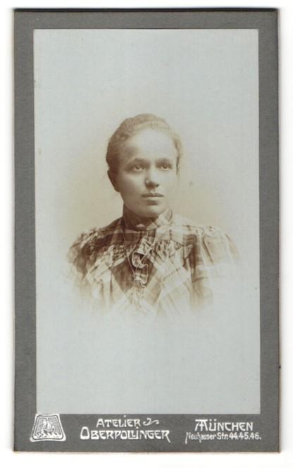 Fotografie Atelier Oberpollinger, München, Portrait junge Frau mit zusammengebundenem Haar
