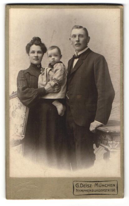 Fotografie G. Deisz, München, Portrait Familie mit Kleinkind