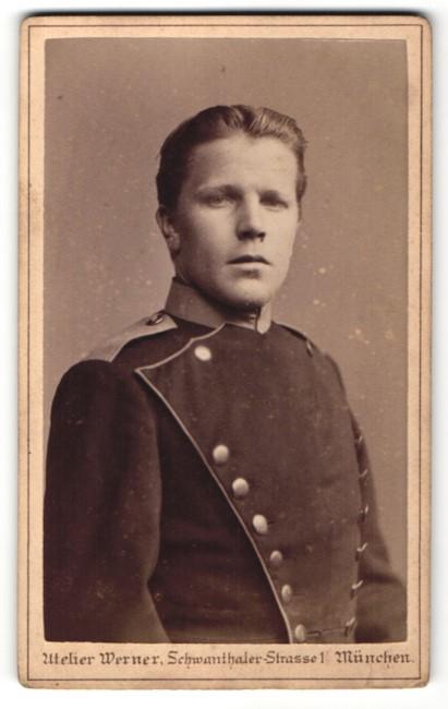 Fotografie Atelier Werner, München, Soldat in Uniform