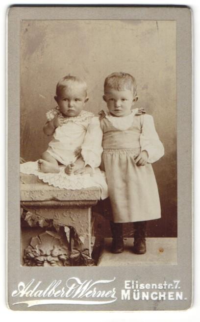 Fotografie Adalbert Werner, München, Portrait kleines Mädchen und Baby