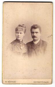 Fotografie W. Höffert, Berlin, Portrait junges bürgerliches Paar