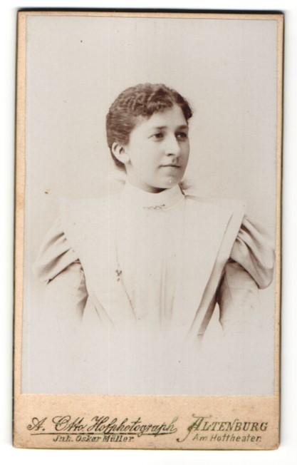 Fotografie A. Otto, Altenburg, Portrait junge Dame mit zusammengebundenem Haar