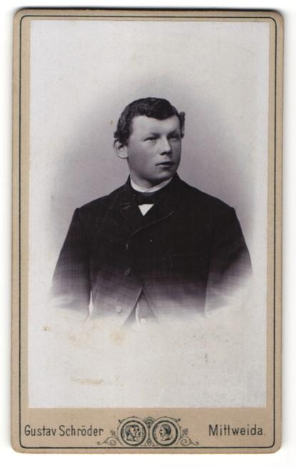 Fotografie Gustav Schröder, Mittweida, Portrait dunkelhaariger junger Mann im karierten Jackett