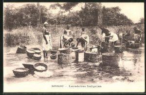 AK Bissau, Lavadeiras Indigenes, waschen am Flussufer