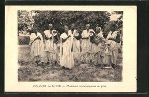 AK Niger, Einheimische Musiker schlagen Trommeln
