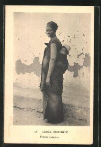 AK Guinea-Bissau, Femme indigene mit Kind auf dem Rücken