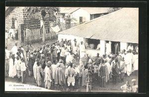 AK Conakry, Un Tam-tam, Treiben auf dem Dorfplatz