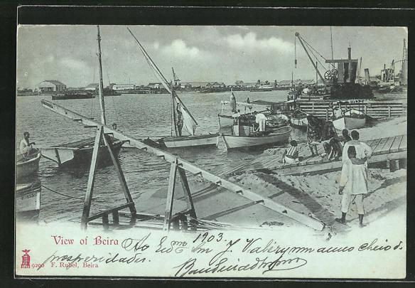 Mondschein-AK Beira, Fischerboote im Hafen