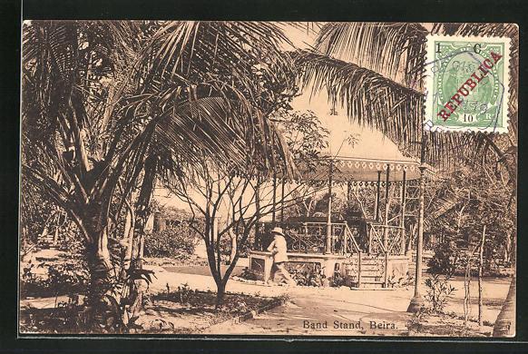 AK Beira, Band Stand mit Pavillon unter Palmen