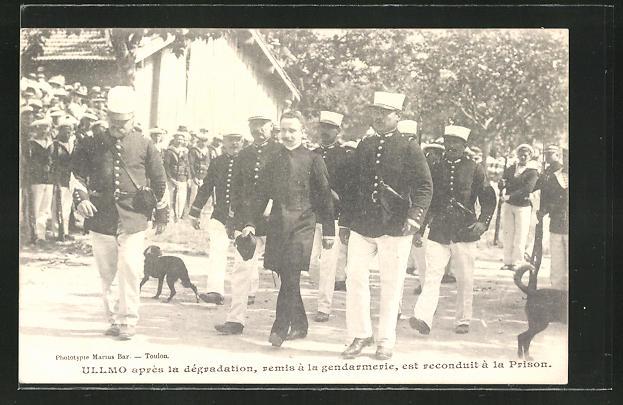 AK Ullmo apres la degradation, remis a la gendarmerie, est reconduit a la Prison, verurteilter französischer Soldat