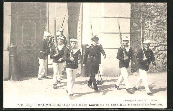 AK L'Enseigne Ullmo sortant de la Prison Maritime se rend a la Parade d'Execution, verurteilter französischer Soldat
