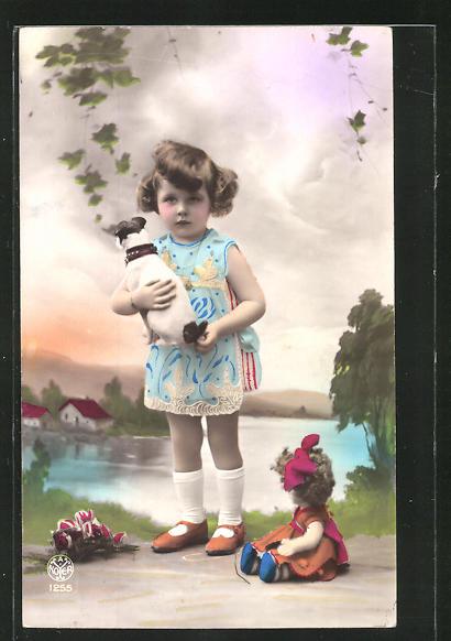 AK Mädchen mit Puppe und Plüschhund
