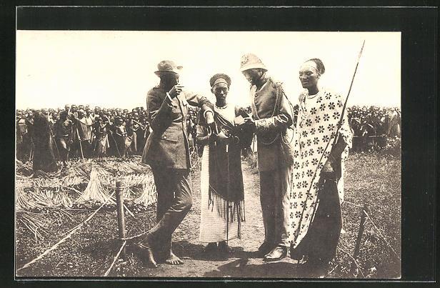 AK Ruanda-Urundi, le Roi Musinga, König mit Thronfolger und zwei Sekretären