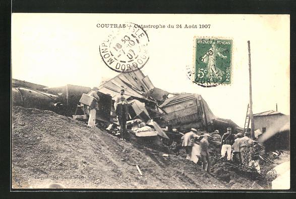 AK Coutras, Zerstörter Zug nach der Eisenbahnkatastrophe 1907