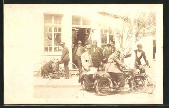 AK Mann sitzt auf einem Motorrad BSA mit Beiwagen
