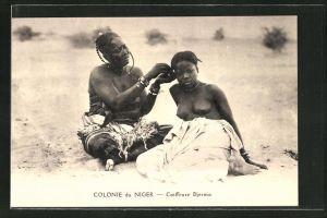 AK Niger, Coiffeuse Djerma, Friseurin bei der Arbeit unter freiem Himmel