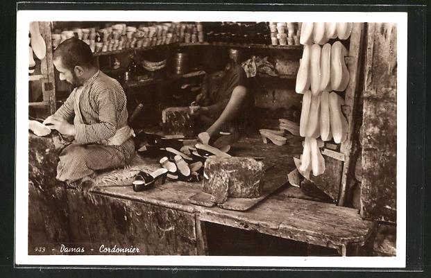 AK Damas, Cordonnier, Schuhmacher bei der Arbeit