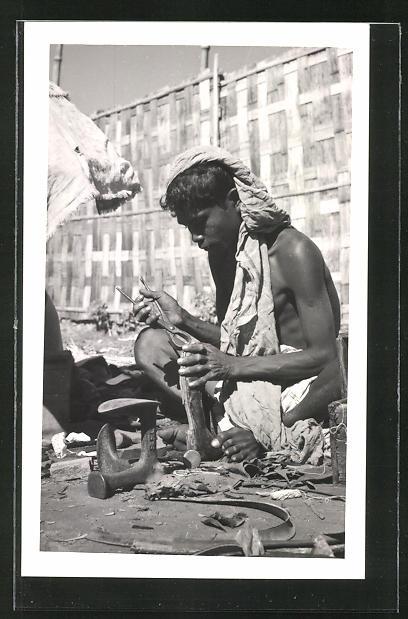 AK Bangladesch, junger Schuhmacher