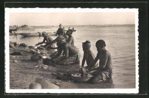 AK Fort-Lamy, Lavage du Linge sur les bords du Chari
