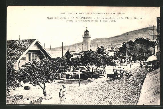 AK Martinique / Saint-Pierre, le Semaphore et la Place Bertin avant la catastrophe du 1902, Blick auf den Leuchtturm