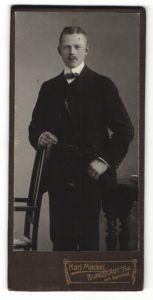 Fotografie Karl Mäckel, Burgstädt i/Sa, Portrait junger Herr in Anzug