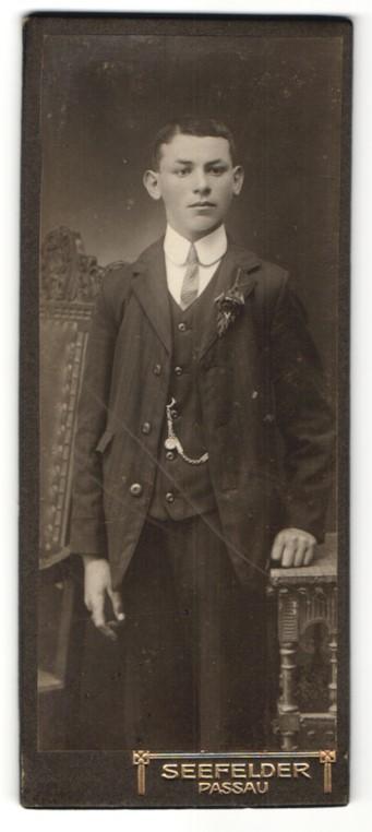 Fotografie Seefelder, Passau, Portrait Knabe in feierlicher Kleidung