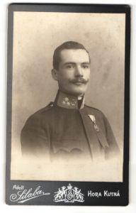 Fotografie Adolf Silaba, Hora Kutna, österr. Soldat in Uniform mit Orden