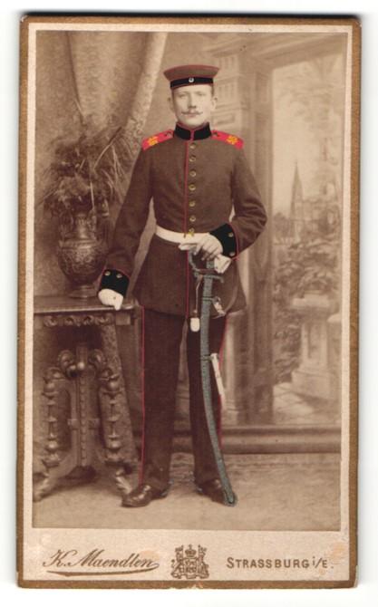 Fotografie K. Maendlen, Strassburg / Elsass, Deutscher Soldat in Uniform mit Schulterstück Rgt. 15