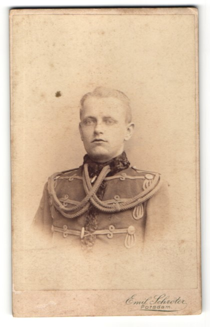 Fotografie Emil Schröter, Potsdam, Portrait Husar in Uniform