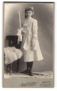 Fotografie Adolf Koestler, München, Portrait Mädchen mit Kerze