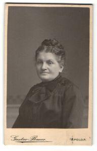 Fotografie Gustav Bauer, Apolda, Portrait ältere Dame mit Hochsteckfrisur und Kragenschleife
