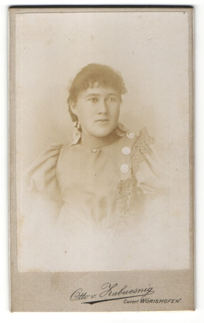 Fotografie Otto v. Zabuesnig, Wörishofen, Portrait junge Frau mit zusammengebundenem Haar
