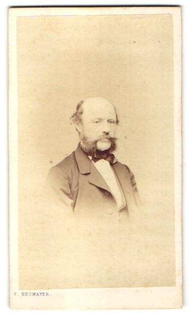 Fotografie Franz Neumayer, München, Portrait Herr mit Backenbart