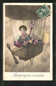 AK Knabe in der Zeppelin-Gondel mit Blumenschmuck