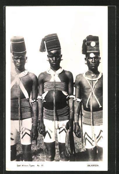 AK Akamba, afrikanische junge Männer in typischer Tracht